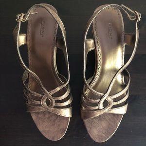 👡 NWOT Bronze platform wedge strappy sandals
